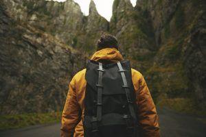¿Mochila o maleta para viajar? Ventajas y desventajas de cada una
